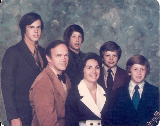 JP219 1975c Robert, Mary Beth & family