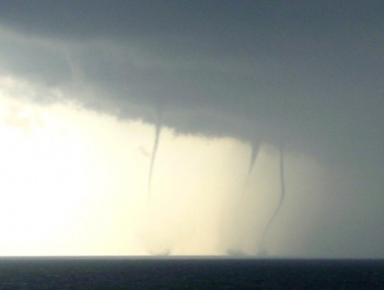 400px-Waterspout